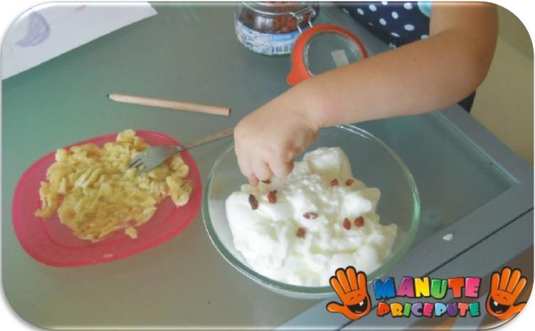 Iaurt cu seminte si fructe