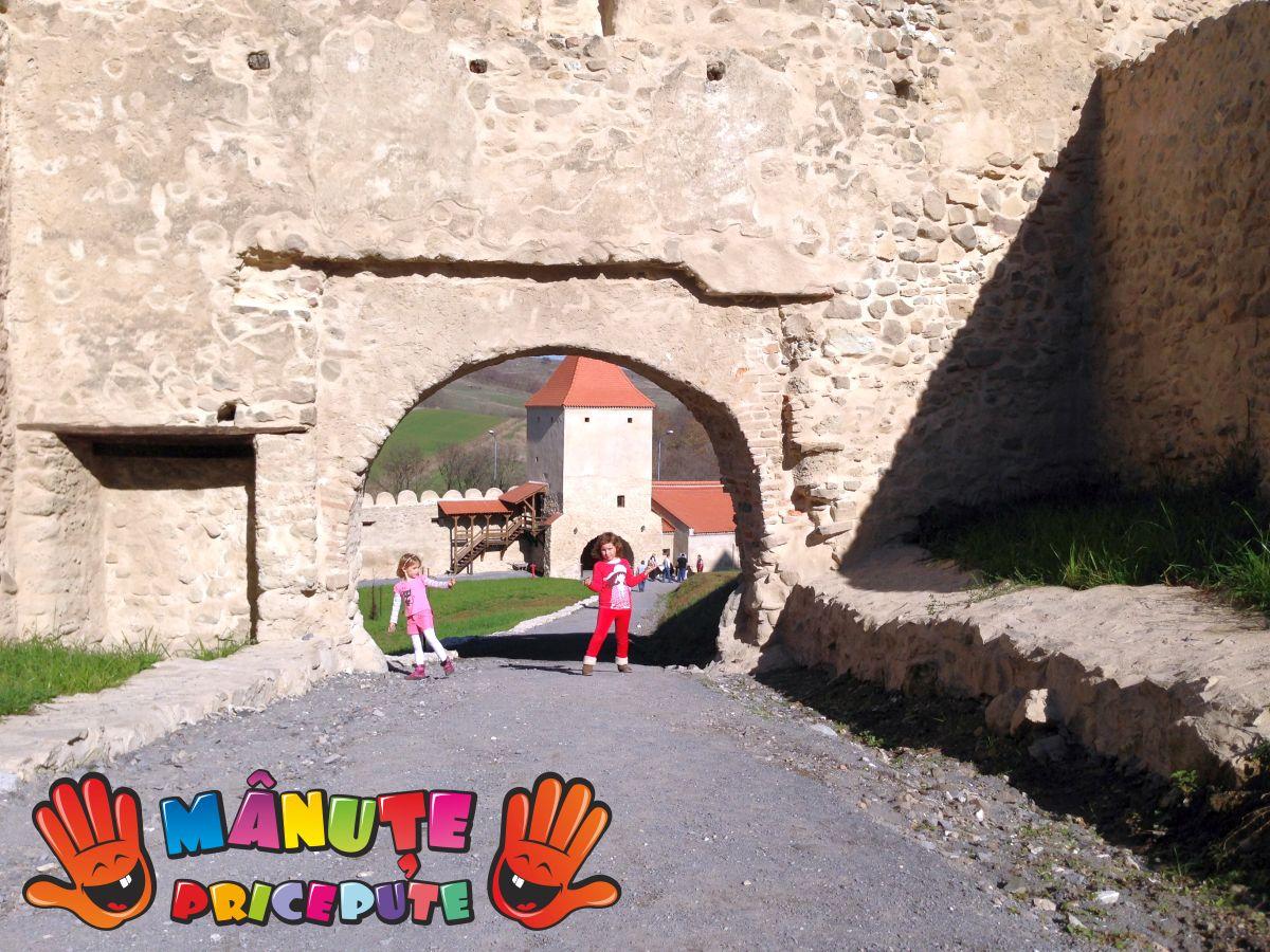 O poveste… cu domniţe şi cavaleri la cetatea Rupea