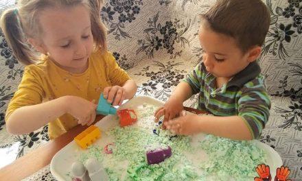 Cum realizăm nisipul lunar împreună cu copiii?