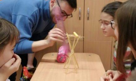 Provocare: cel mai înalt turn din spaghete