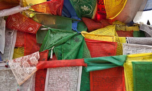 Cum să faci un steag colorat ca și în Nepal